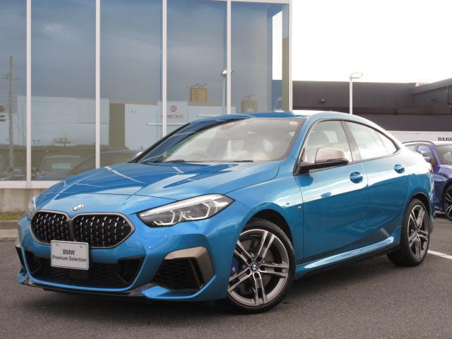 BMW M235i xDriveグランクーペ LEDヘッドライト アクティブクルーズコントロール ワイヤレスチャージ シートヒーター コンフォートアクセス 18インチAW デモカー禁煙車 2年保証