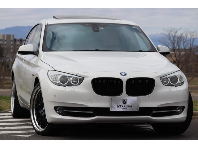 BMW 5シリーズ 550iグランツーリスモ 社外21AW ベージュダコタレザーシート サンルーフ 純正HDDナビ リアヘッドレストモニター 8AT V8ツインターボ ダイナミックドライビングコントロール 360度カメラ