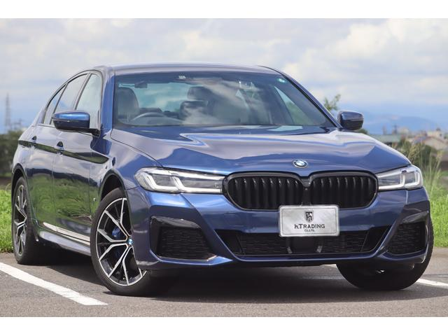 BMW 5シリーズ 530e Mスポーツ エディションジョイ+ 後期LCIモデル プラグインハイブリッド エクスクルーシブナッパレザーシート キドニー・グリル HI-FIオーディオ インテリジェントパーキングアシスト 置くだけ充電 後退アシスト オートトランク
