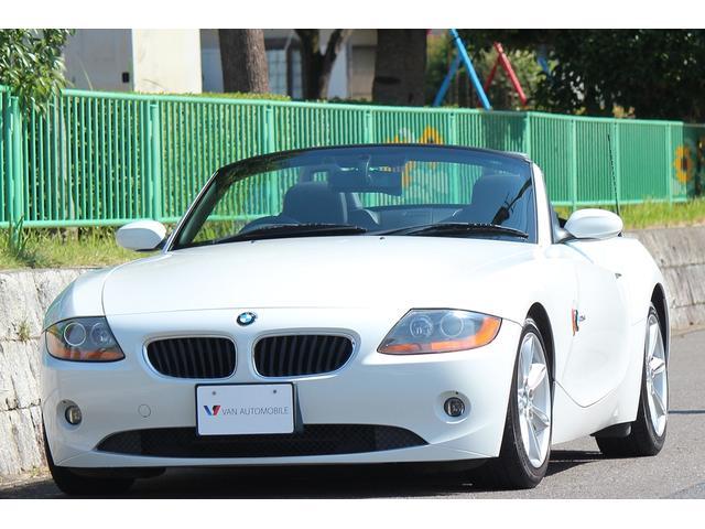 BMW 2.5i 純正17インチアロイホイール・メモリー機能付きパワーシート・本革ステアリング・オープン良好・オートエアコン・ディスチャージライト・社外HDDナビゲーション・DVDビデオ・ミュージックサーバー