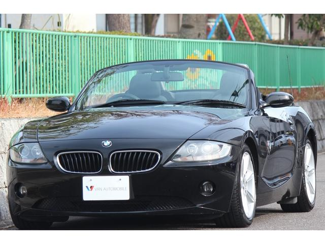 BMW Z4 2.2i 手動式オープン・オプション黒革シート・シートヒーター・ディスチャージライト・OP17インチアロイホイール・赤白テール・サイドホワイトマーカー・純正オーディオ・ETC・本革ステアリング・Tチェーン式