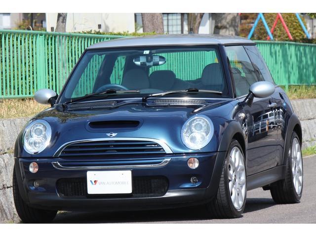 MINI MINI クーパーS チェックメイト 特別仕様車 チェックメイト・モデル専用フレームスポーク17インチAW・バイキセノン・6速AT・モデル専用バイカラーコンビシート・バイカラーレザースポーツステアリング・HDDナビ・DVDビデオ・ETC