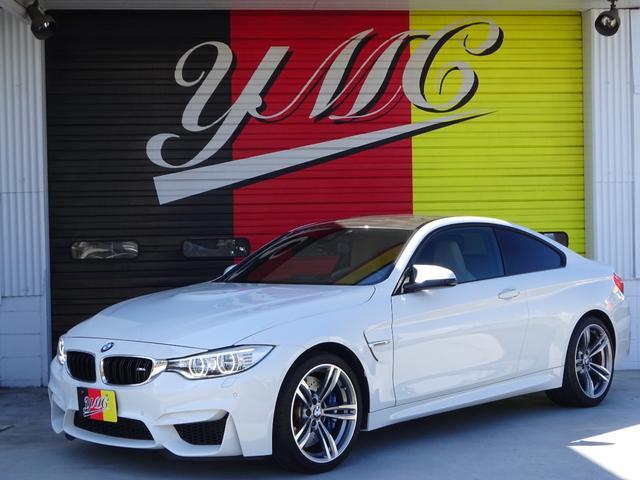 BMW M4クーペ 6速MT・左ハンドル・純正オプション19インチアルミホイール・ヘッドアップディスプレイ・インテリジェントセーフティ・革シート・カーボンインテリア・Mパフォーマンスブルーキャリパー