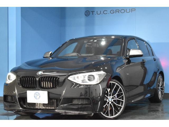 BMW 1シリーズ M135i ヒーター黒革 MPerformanceエアロ・19AW・エアロ(フロント・サイド・リア)・グリル・テールライト 車線逸脱&歩行者警告 衝突軽減B アイドルストップ スマートキー パドルシフト 2年保証