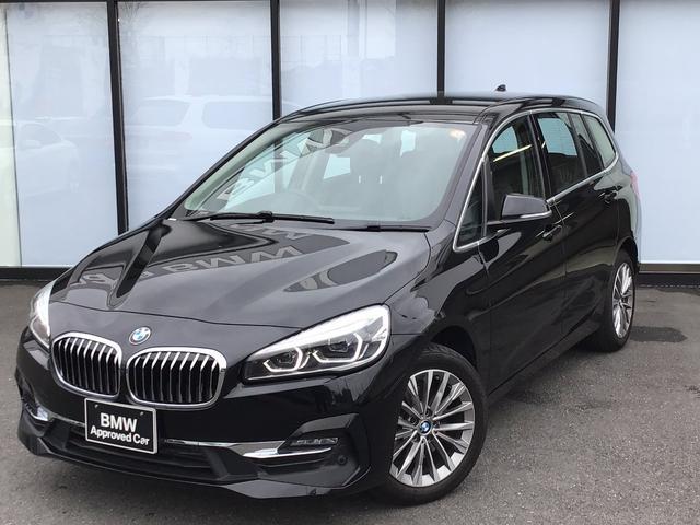 BMW 218dグランツアラー ラグジュアリー 17インチアルミホイール LEDヘッドライト SOSコール マルチファンクションステアリング ウッドトリム ブラックレザーパワーシート シートヒーター アンビエントライト コンフォートアクセス
