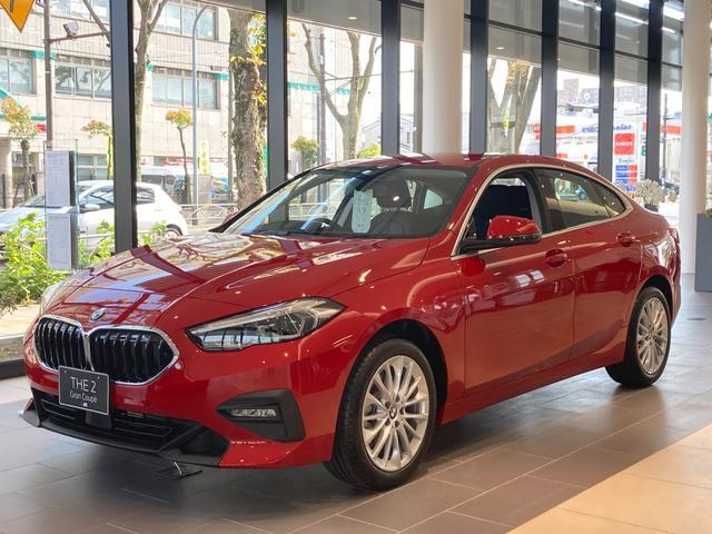 BMW 218dグランクーペ プレイ エディションジョイ+ メルボルンレッド iDriveナビゲーションパッケージ ライブコックピット インテリジェントパーソナルアシスタント 17インチアルミホイール アクティブクルーズコントロール
