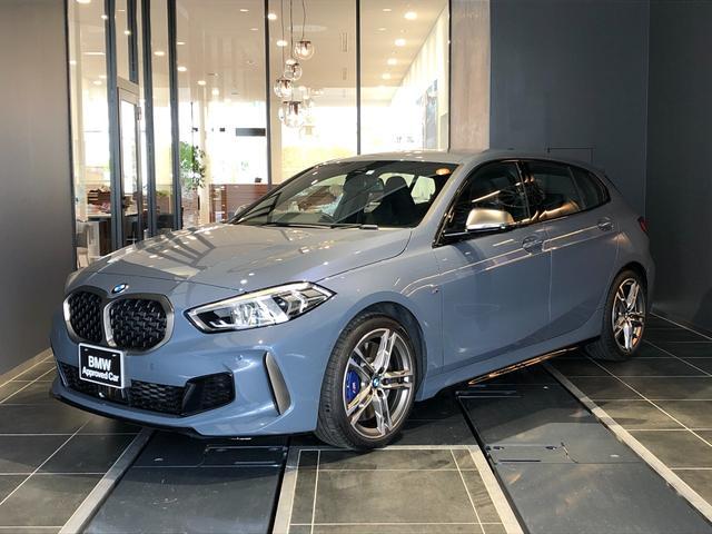 BMW 1シリーズ M135i xDrive 正規認定中古車 インディビジュアルカラー 黒革シート シートヒーティング インテリジェントセーフティ SOSコール ACC 電動トランクリッド LEDヘッドライト 後退アシスト 弊社デモカー