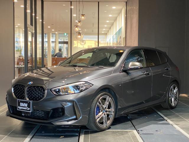 BMW M135i xDrive 弊社下取り コンフォートアクセス マルチファンクションステアリング ACC パドル インテリジェントセーフティー ヘッドアップディスプレイ アルカンターラ電動シート シートヒーター オートトランク