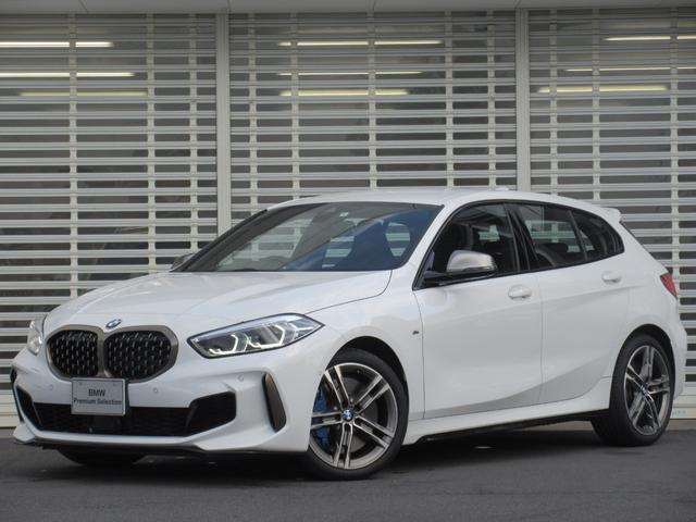 BMW M135i xDrive LEDヘッドライト アクティブクルーズコントロール ドライビングアシスト 18インチアルミ タッチパネルHDDナビゲーション リアビューカメラ フロントシートヒーター Bluetooth 禁煙車