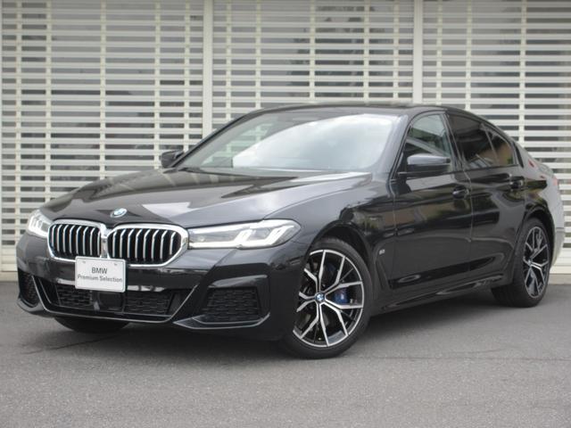 BMW 540i xDrive Mスポーツ セレクトパッケージ ガラスサンルーフ LEDヘッドライト 19インチアルミ レーンチェンジウォーニング アクティブクルーズコントロール 黒革 前席ヒータークーラー 後席ヒーター タッチPナビ 禁煙車