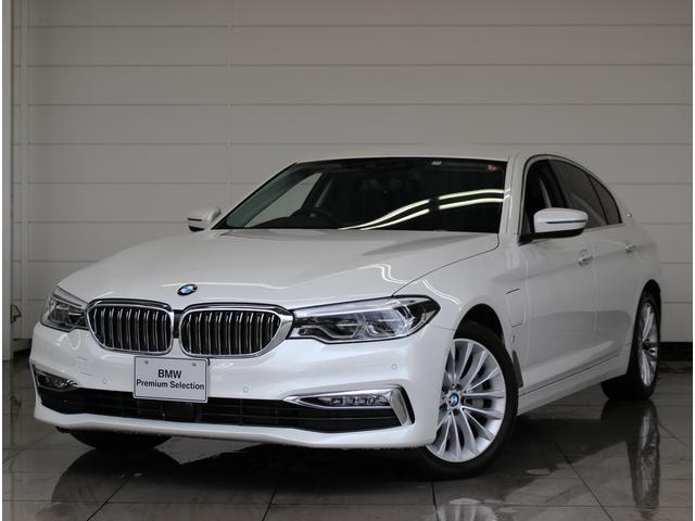BMW 5シリーズ 530eラグジュアリー アイパフォーマンス Luxury ブラックレザー 全席シートヒーター LEDライト ACC ステアリングアシスト 衝突警告 車線逸脱防止 歩行者警告(昼) SOSコール 電動リアゲート ローラーブラインド ウッドトリム
