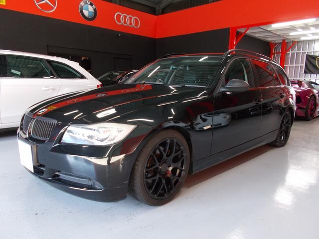 BMW 320iツーリング ハイライン フルブラックアウト キセノン