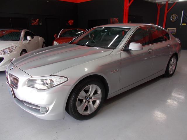 BMW 528i キセノン 黒革 純正ナビ 地デジTV バックカメラ