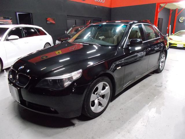 BMW 5シリーズ 530i キセノンヘッドライト サンルーフ 純正17インチ グッドイヤー8分山 オフホワイト革内装 電動シート シートヒーター 純正ナビ クルーズコントロール ステアリングスイッチ ETC