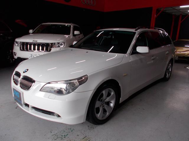 BMW 5シリーズ 525iツーリングハイラインパッケージ キセノンヘッドライト オートライト 純正17インチ タイヤ8分山 サンルーフ 黒革シート 電動シート シートヒーター クルーズコントロール 純正ナビ ディーラー整備車両 整備記録簿