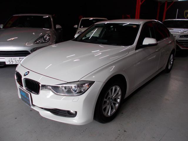 BMW 320i 2012年後期モデル ディーラー車 キセノンヘッドライト プッシュスタート 純正16インチ タイヤ8分山 純正HDDナビ 地デジフルセグテレビ バックカメラ CD録音 DVD再生 ブルートゥース