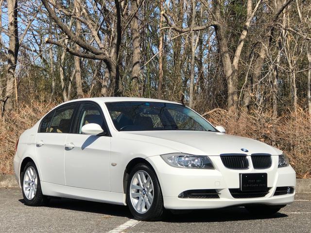BMW 320i 走行6.0万キロ・ポータブルナビ・ETC・カギ2本・整備記録簿・取説・全席ブラウン本革シート・シートヒーター・プッシュスタート・キセノンヘッドライト・メモリー機能搭載バワーシート・純正16インチ