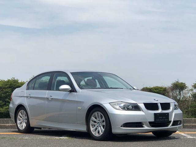 BMW 3シリーズ 320i 走行1.7万キ・取扱説明書・カギ2本・禁煙・ダブルエアコン・ナビ・CD・DVD・AUX端子・運転席 助手席パワーシート・HID・オートライト・純正16インチアルミ・電動格納ミラー・オートワイパー
