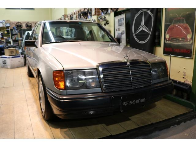 メルセデス・ベンツ 230E W124 前期型 右ハンドル