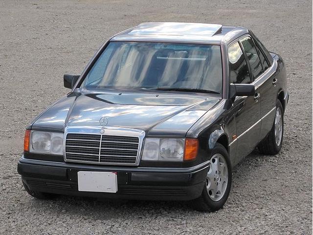 メルセデス・ベンツ 300Dターボ サンルーフ ブラックレザーシート エアバッグ
