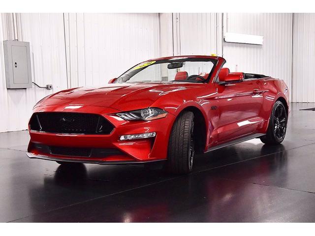 フォード マスタング GTプレミアムコンバーチブル 6速マニュアル ブラックアクセントPKG 電動ソフトトップ デジタルメーター レッド/ブラックバイカラーレザーシート シートヒーター&クーラー SYNC3 アップルカープレイ&アンドロイドオート対応