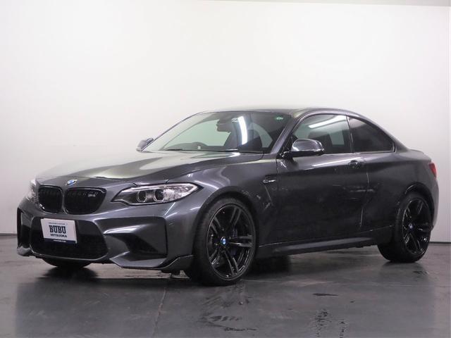 BMW M2 ベースグレード harmanKardonサウンドシステム M PERFORMANCEフロントリップリアスポイラーブラックキドニーグリル ブルーステッチブラックレザーシート シートヒーター 純正HDDナビゲーション