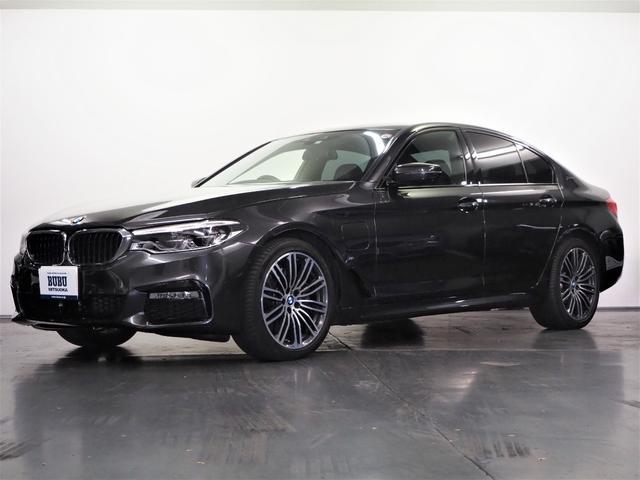 BMW 530e Mスポーツアイパフォーマンス 1オーナー 純正HDDナビ 地デジTV パノラマカメラ 前後PDC ACC LCWLDW ステアリング&レーンコントロール 黒革 FRシートヒーター 純正19AW アダプティブLED オートトランク