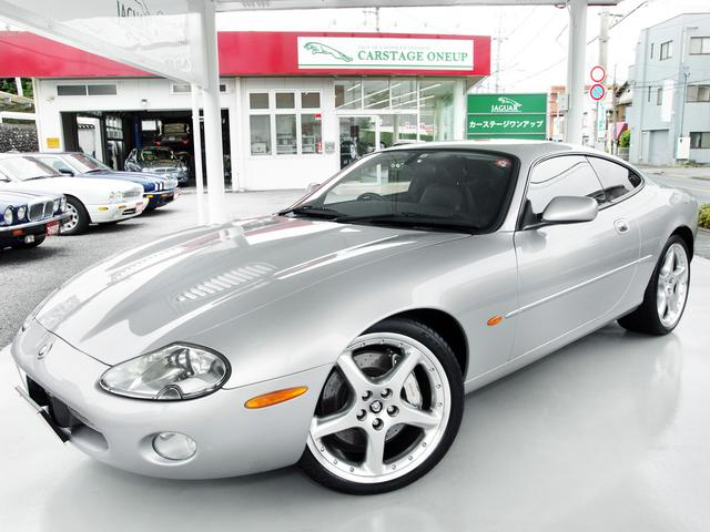 ジャガー XKRシルバーストーン 国内50台特別限定車・4.0V8スーパーチャージド・ジャガーRパフォーマンス・スポーツサス・BBS製純正20インチAW・アーデン製マフラー・レッドステッチブラックレザー・バースアイメイプル・純正ナビ