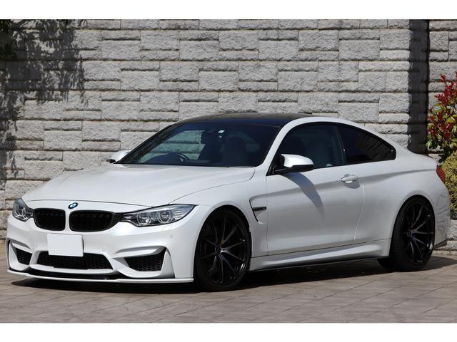 BMW M4クーペ アクラポビッチマフラー VolkRacing鍛造20インチ 車高調 カーボンエアロ シルバーストーンレザー パールホワイト