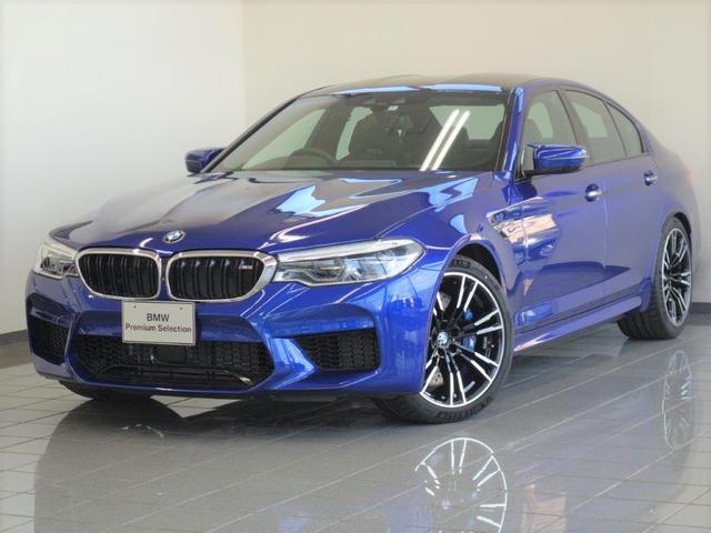 BMW M5 ブラックレザー 4ゾーンエアコンディショナー フロントMマルチファンクションシートマッサージ機能付きシート ハーマンカードンサラウンドサウンドシステム ステアリングホイールヒーティング 20AW