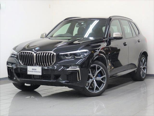 BMW M50i ブラック・ブラウンステッチヴァーネスカレザー コンフォートアクセス パーキングアシストプラス アダプティブLEDヘッドライト ヘッドアップディスプレー ジェスチャーコントロール 21インチYスポーク