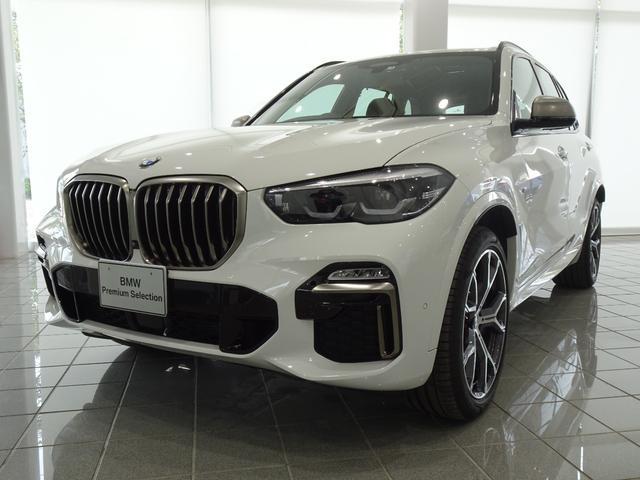 BMW X5 M50i 21インチMライトアロイホイール ブラックブラウンステッチヴァーネスカレザー コンフォートアクセス フロントリヤシートヒーター パーキングアシストプラス ヘッドアップディスプレイ TVファンクション