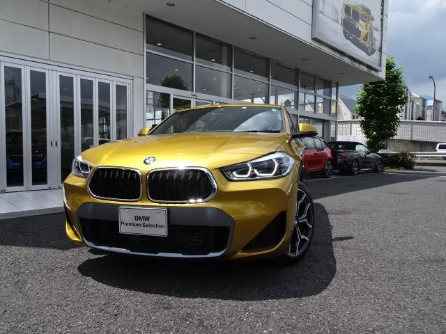 BMW sDrive 18i MスポーツX ハイラインパック 新車保証付 デモカー アドバンスドセーフティP コンフォートP 電動黒レザーシート ACC ヘッドアップディスプレイ 19インチアルミ ワイヤレスチャージング 電動リアゲート タッチパネル式ナビ