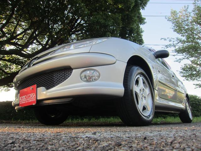 プジョー ローランギャロス ローランギャロス(5名) ワンオーナ- 正規輸入車 右ハンドル 4AT FULL 2トーンレザーシート ガラストップルーフ 4インチアルミホイール 走行32,080km