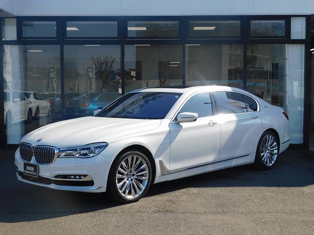 BMW M760Li xDrive V12エクセレンス Bowers&Wilkinsアルカンターラルーフ20AWステアリングヒーターヘッドアップディスプレイシートヒーター&シートクーラー全方位カメラ全方位PDCリヤエンタメ前車追従クルコンレーダー&ドラレコ