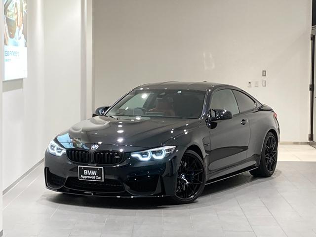BMW M4クーペ コンペティション アダプティブLEDカーボンルーフ前後センサー赤革スポーツパワーシート20インチAWハーマンカードンスピーカーMシートベルトMステアリングカーボンルーフフロントスポイラーシートヒーターバックカメラ