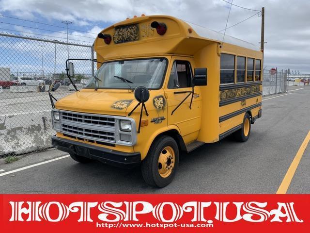 GMC GMCバンデューラ 自社輸入 国内新規 US ミニスクールバス 移動販売 自社輸入 国内新規 カリフォルニアカー USミニスクールバス ブルーバード社製  搭乗口パワードア ケータリング 移動販売 イベントカー 事務所 店舗