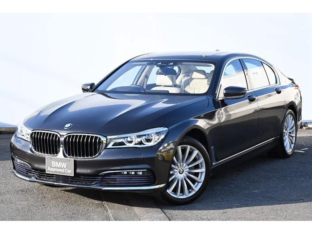 BMW 740i アイボリ-レザーFコンフォートシート・ソフトクローズドア・ガラスサンルーフ・アダプティブLEDライト・harman kardonサウンドシステム・HUD・純正19AW
