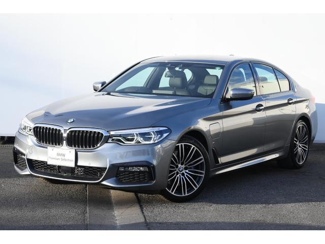 BMW 530e Mスポーツアイパフォーマンス ブラックレザー・前後シートヒーター・アダプティブLEDライト・HUD・HIFIスピーカー・純正19AW・Mスポーツブレーキ・オートトランク