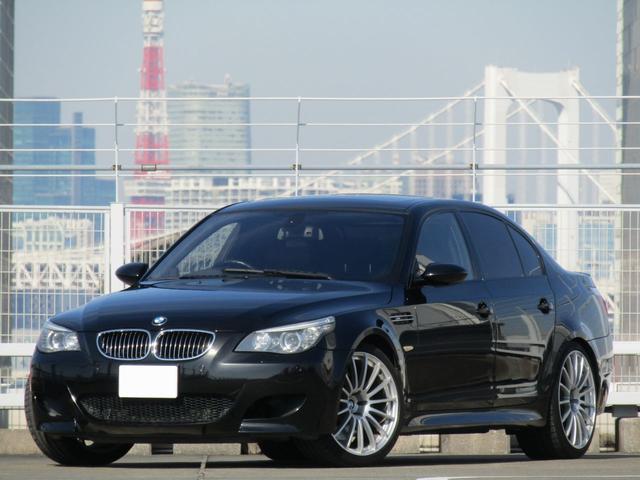BMW M5 M5 後期モデル M5 バルブ付きマフラー 20インチAW 右ハンドル 地デジTV DVD視聴可 ヘッドアップディスプレイ