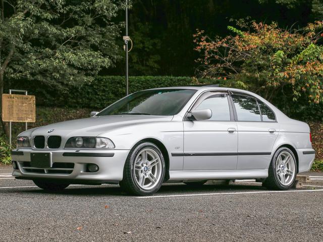 BMW 528i Mスポーツパッケージ 法人1オーナー タイヤ4本新品交換済み サンルーフ付き 備品類完備 記録簿多数