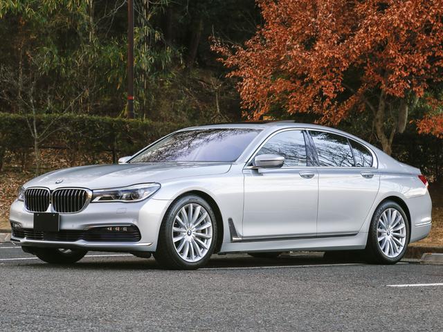 BMW 750i ワンオーナー タイヤ4本新品交換済み サンルーフ アダプティブクルーズコントロール ステアリングレーンコントロールアシスト コーナーセンサー アラウンドビューモニター レーンチェンジウォーニング