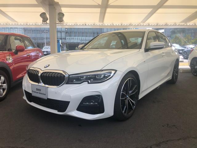 BMW 320iMスポーツ黒革19インチヘッドアップ
