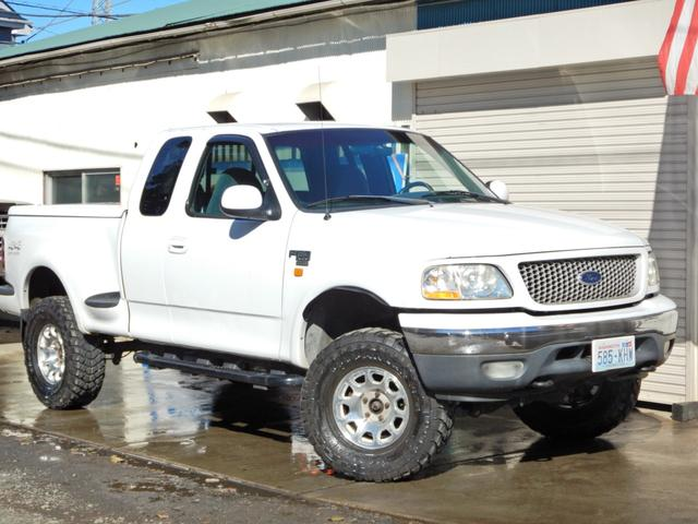 フォード リフトアップ V8 4WD トノカバー 社外マフラー