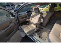 ラウム福祉車両|助手席手動回転シート|手動車いす用クレーン