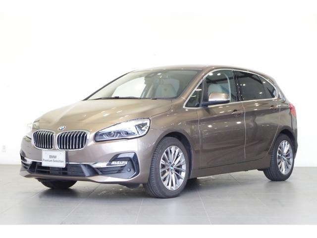 BMW 218dアクティブツアラー ラグジュアリー 白革シート コンフォートPKG バックカメラ パーキングサポートPKG シートヒーター 純正HDDナビ 17インチAW ETC
