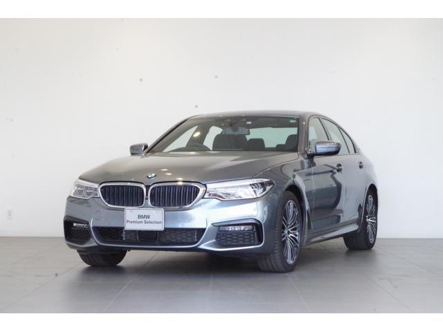 BMW 5シリーズ 530e Mスポーツアイパフォーマンス サンルーフ 黒本革 追従クルコン ETC 純正HDDナビ ヘッドアップディスプレイ harman/kardonスピーカー 純正19インチAW フルセグTV
