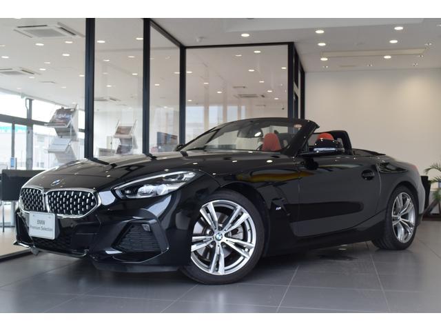 BMW sDrive20i Mスポーツ 弊社デモカー イノベーションパッケージ 赤革 シートヒーター アクティブクルーズコントロール ヘッドアップディスプレイ 電動シート リバースアシスト アダプティブLEDヘッドライト 18インチAW