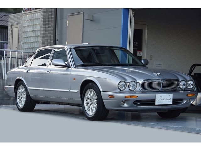 ジャガー 4.0-V8リミテッド 200台限定車 正規D車 天井垂れなし 実走行36800km 取扱説明書 スペアキー Bluetooth接続可能