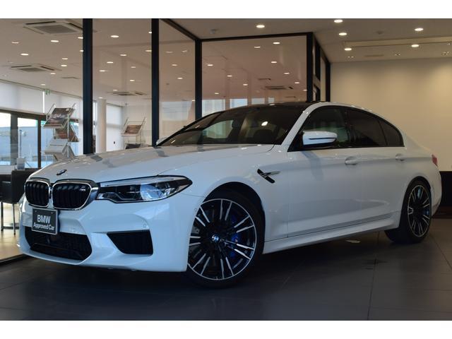 BMW M5 1オーナー コンフォートパッケージ ブラックレザーシート 20インチアルミホイール アダプティブLEDヘッドライト ステアリングヒーターカーボンルーフ アクティブクルーズコントロール シートエアコン